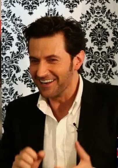 RA clearly enjoys his time with The Anglophile Channel... ~ Thanks to Armitage Army @ Richard Armitage Central for the screen cap (my edit).