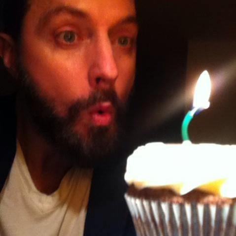 On August 22, 2014, RA made his Twitter debut on his birthday. This shot was the tweet aka