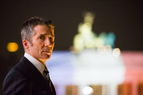 Leland Orser as Berlin Station Deputy Chief Robert Kirsch.